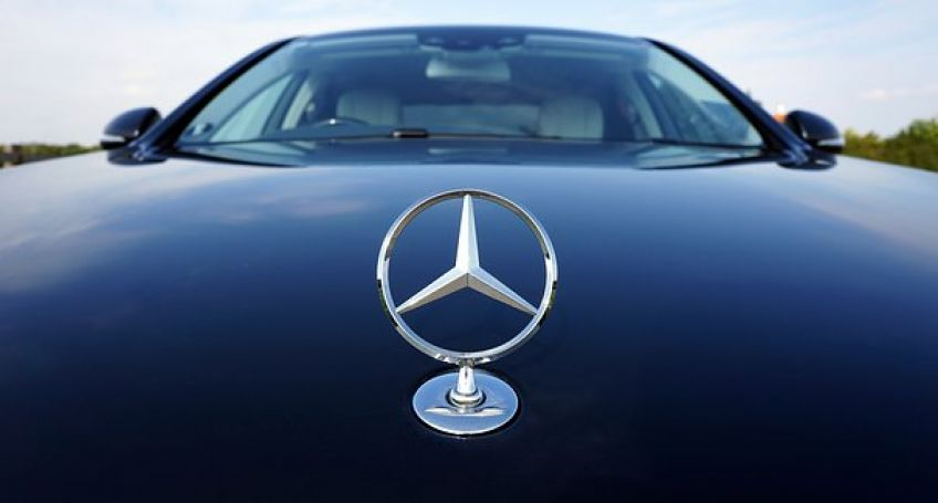 Mercedes-Benz Cooperates with Icertis to Introduce Blockchain in Their Supply Chains