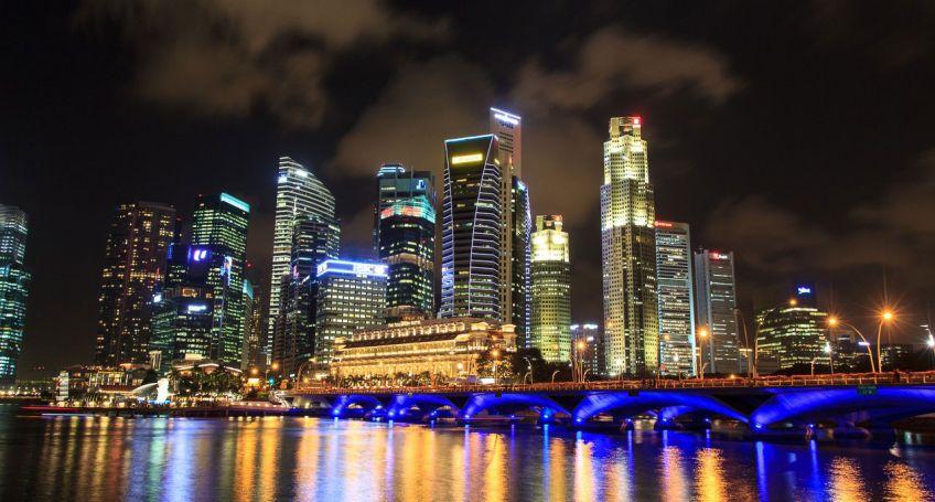 Singapore represents bitcoin banknotes